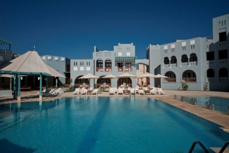 fanadir_hotel-pool_and_terrace-jpg-1024x0.jpg